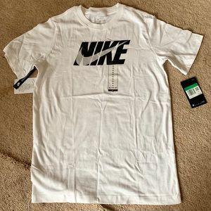 NWT NIKE boys T-shirt white youth XL